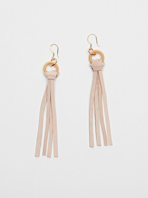 FRINGE SUEDE EARRING (Strawberry milk)