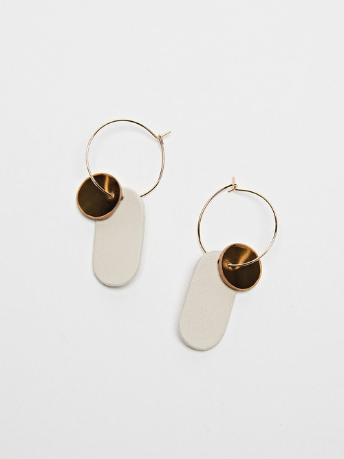 GOLDY LEATHER EARRING (White)