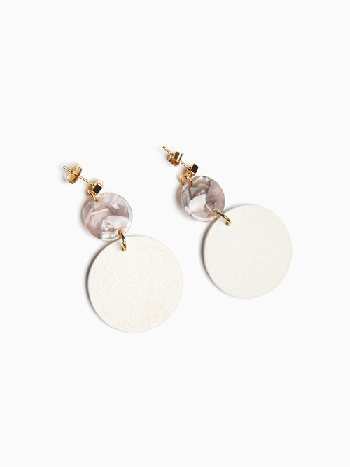 [예약배송 9/17 ~ 순차 출고]TERRAZO CIRCLE LEATHER EARRING (Cream White)